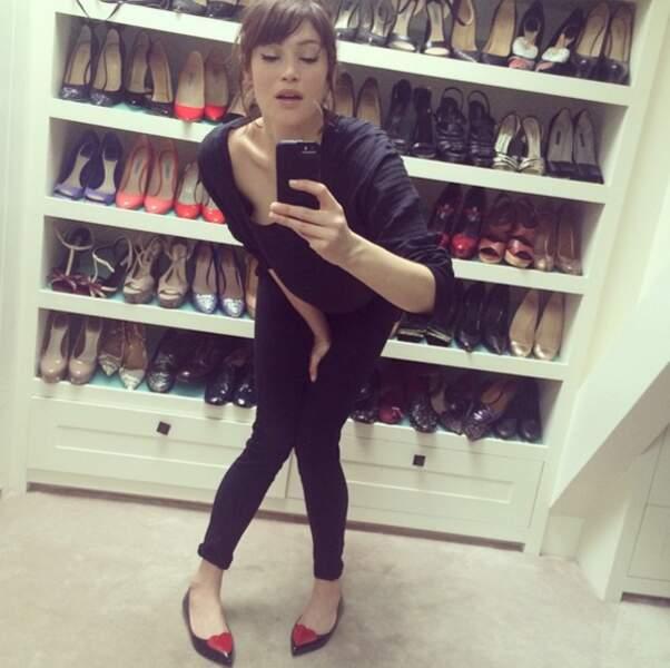 La demoiselle est aussi une grande amatrice et collectionneuse de chaussures