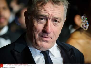 Cannes 2016 : Robert De Niro en pleine forme pour la montée des marches d'Hands of Stone