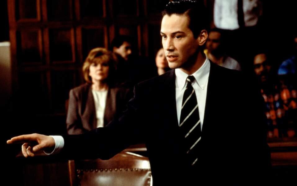 L'acteur quitte parfois ses t-shirts d'ados pour le look costume-cravate...