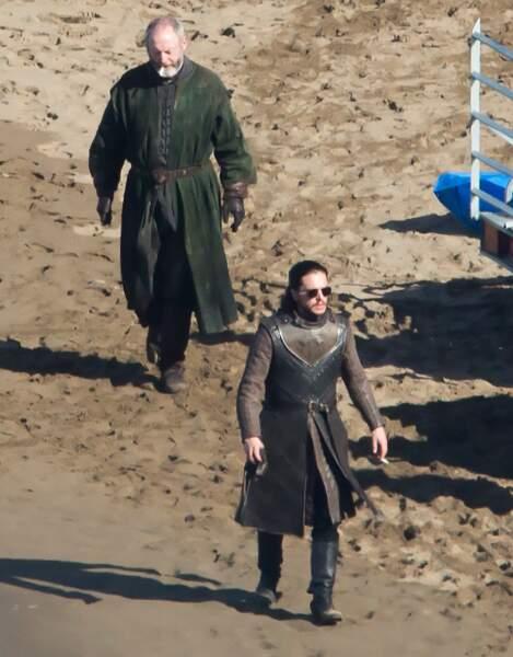 Lunettes noires sur le bec, Jon a retrouvé Ser Davos.