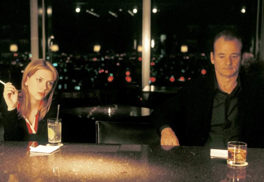Scarlett Johansson et Bill Murray au bar de leur hôtel de luxe de Tokyo dans Lost in Translation (2003)