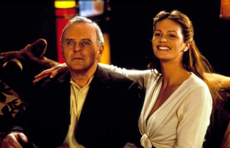 Elle a également eu plusieurs rôles au ciné et à la télé, ici avec Anthony Hopkins dans A couteaux tirés.