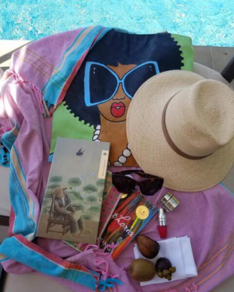 Dans son sac, le nécessaire pour des vacances en mode détente
