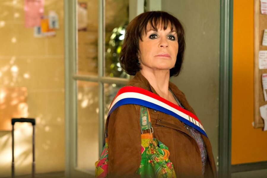 Danièle Evenou a laissé tomber son maillot de bain pour l'écharpe d'élue.