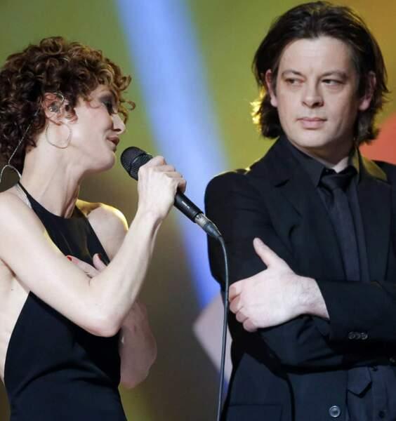 Vanessa, elle, reste discrète. On lui prête une relation avec le chanteur Benjamin Biolay, mais rien d'officiel !