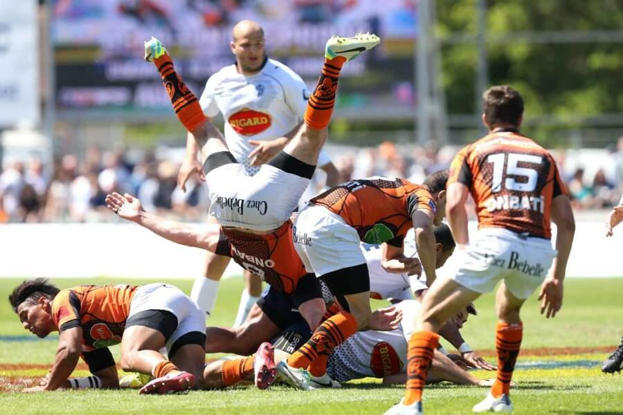 Petite casacade, signée les équipes des clubs de rugby d'Agen et Narbonne.