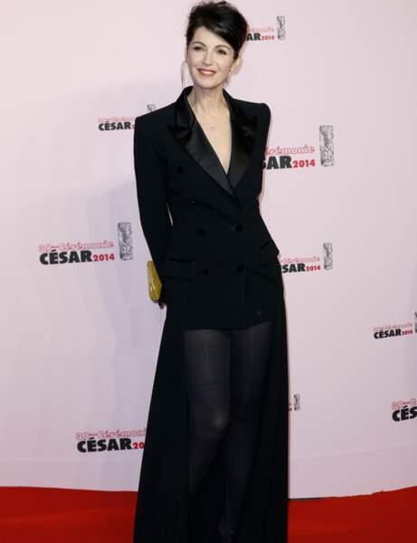 L'actrice Zabou Breitman, en total look noir.
