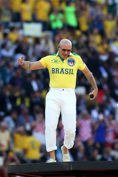 Le fringuant Pitbull, aux couleurs du pays hôte...