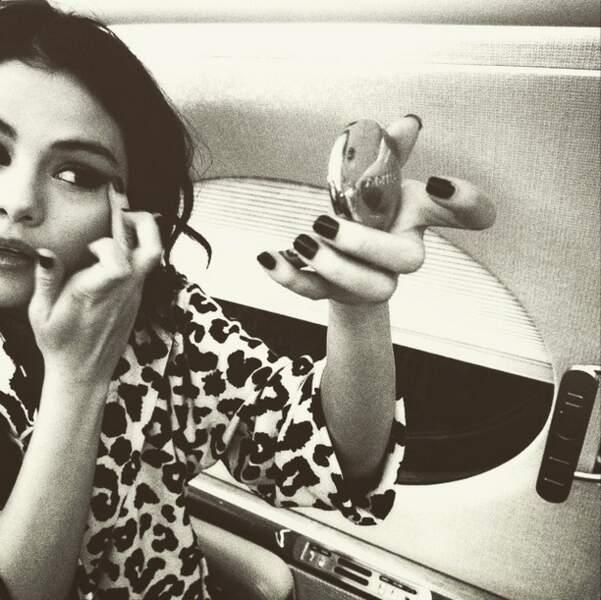 Petite retouche maquillage pour Selena