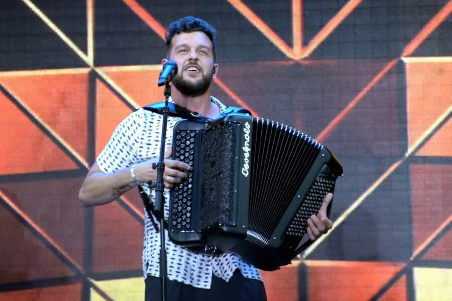 Claudio Capéo a été découvert en 2016 lors de la cinquième saison de The Voice sur TF1