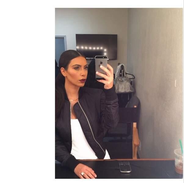 """Et voici l'expression """"Je boude"""" - Kim Kardashian, """"une personne, deux expressions"""""""