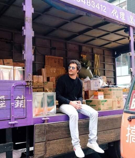 Voyage voyage, Amir prend du bon temps à Hong Kong