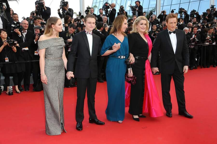 """L'équipe du film """"La Tête Haute"""" pour la première montée des marches du Festival de Cannes 2015"""