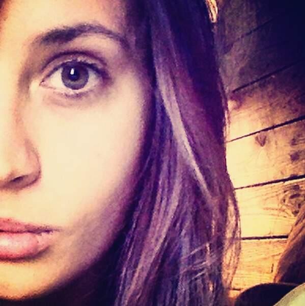 Sur son compte Instagram, elle prend des selfies comme tout le monde !