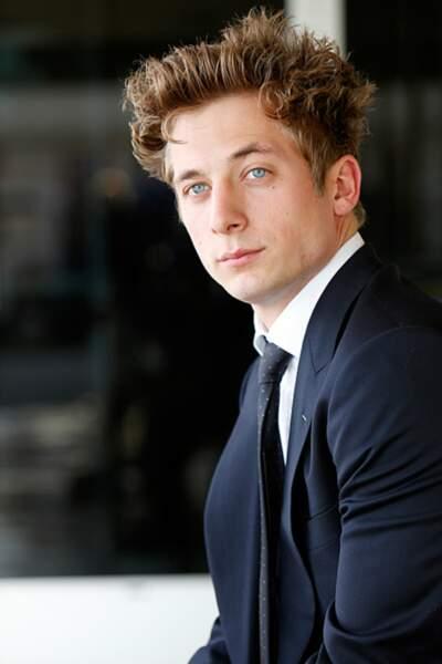 Jeremy Allen White, qui incarne son grand frère Phillip, s'est forgé l'image du beau gosse de la série.