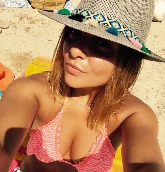 Petite pause à la plage pour Priscilla Betti.