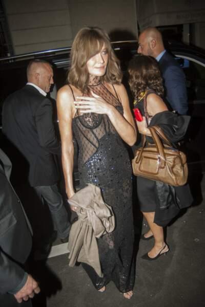 Carla Bruni s'est ensuite changée pour aller à la soirée d'après défilé Versace