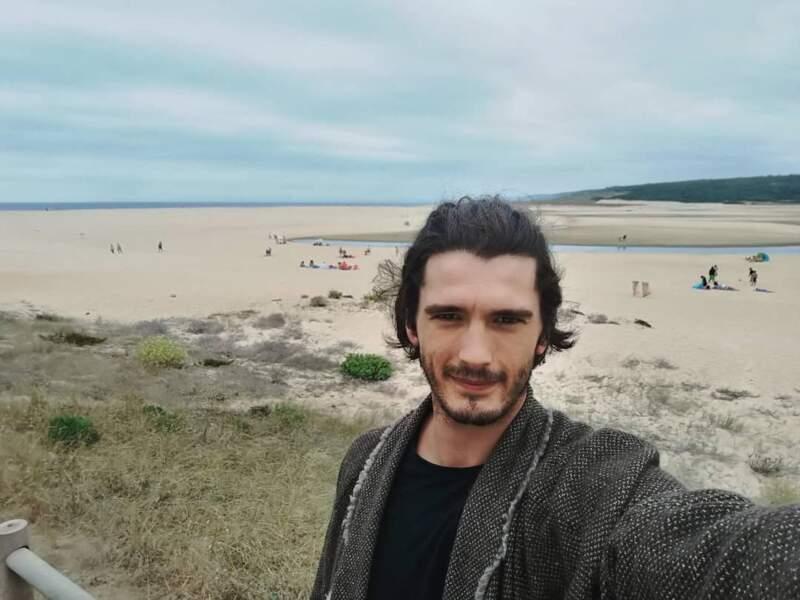 Dans la vie de tous les jours, le charme de l'acteur espagnol opère également !
