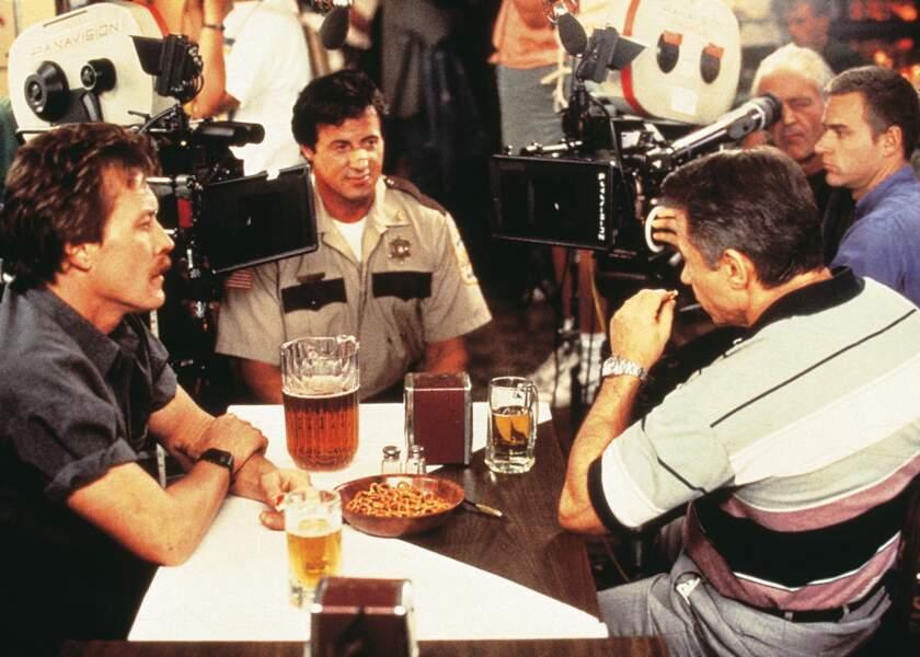 Copland (1997) : A votre avis, qui a bu le gros pichet de bière ?