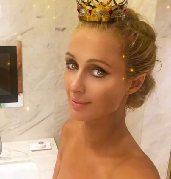 Paris Hilton a osé le selfie topless...
