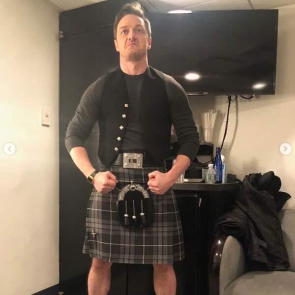 James McAvoy portait-il quelque chose sous son kilt ? On demande pour une amie.