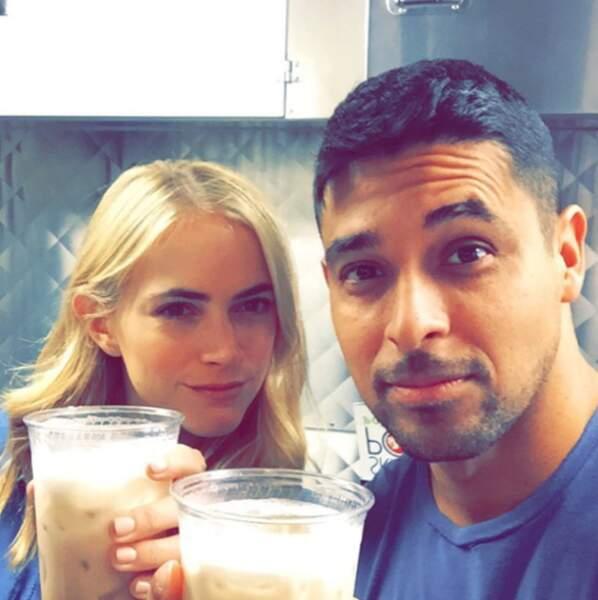 Bishop (Emily Wickersham) n'oublie pas de trinquer avec son nouveau partenaire, Nick Torres