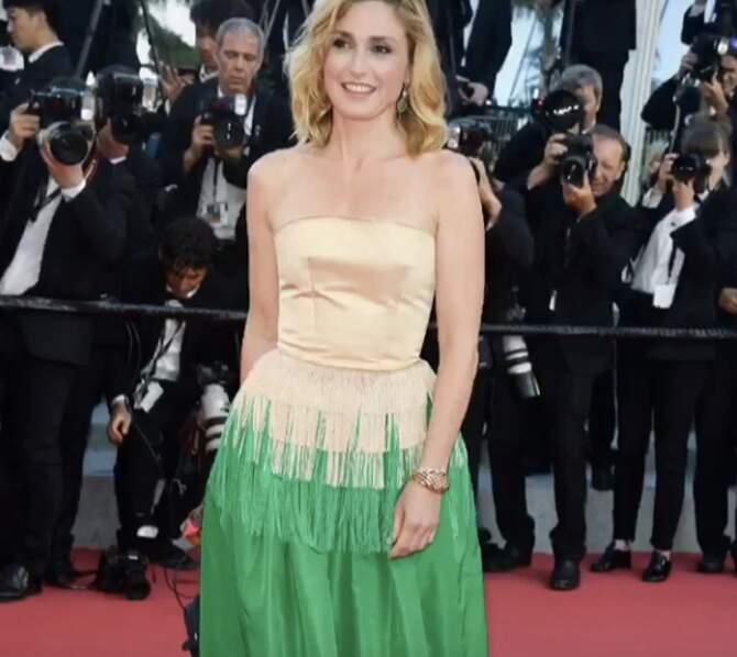 Julie Gayet a posté une petite vidéo d'elle dans sa robe jaune et verte