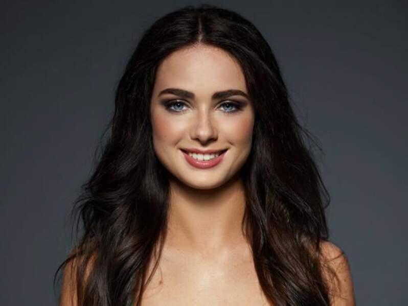 Cette belle brune, Kristina Stoloka, porte les couleurs de l'Ukraine