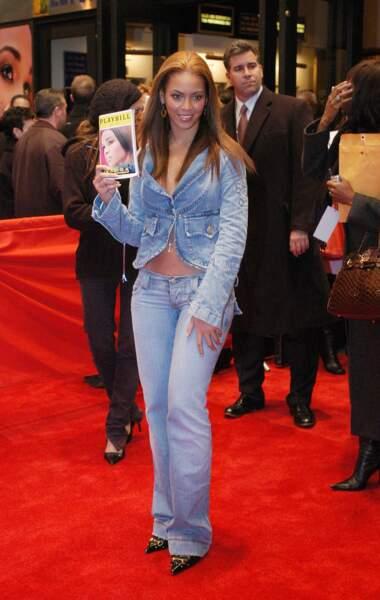 A broadway, en 2003. Côté look, Beyoncé se cherche