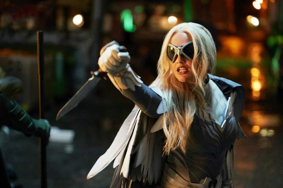 Minka Kelly incarne Dawn Granger, surnommée Dove, la compagne de Hawk et amie de Dick Grayson
