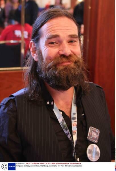 En dehors de plateaux de tournage, l'acteur Duncan Lacroix est identifiable avec sa barbe et sa chevelure