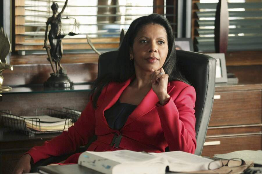 Penny Johnson Jerald (Capitaine Victoria Gates)