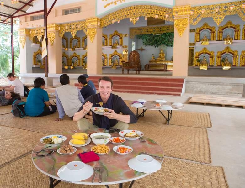 Ce même Stéphane s'est offert une petite pause repas, comme vous pouvez le constater...