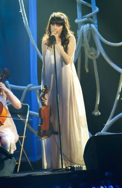Grande robe blanche virginale pour les Victoires de la musique