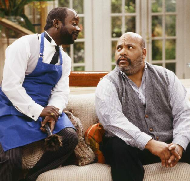 Oncle Phil (James Avery) et le majordome Geoffrey (joué par Joseph Marcell)