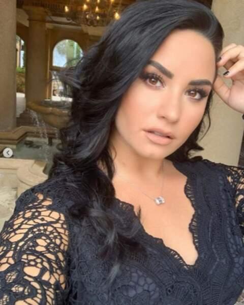 Demi Lovato était de sortie pour le mariage d'une amie d'enfance et elle était de toute beauté.
