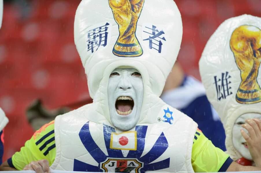 Il ne fait pas un peu peur, ce supporter japonais ?