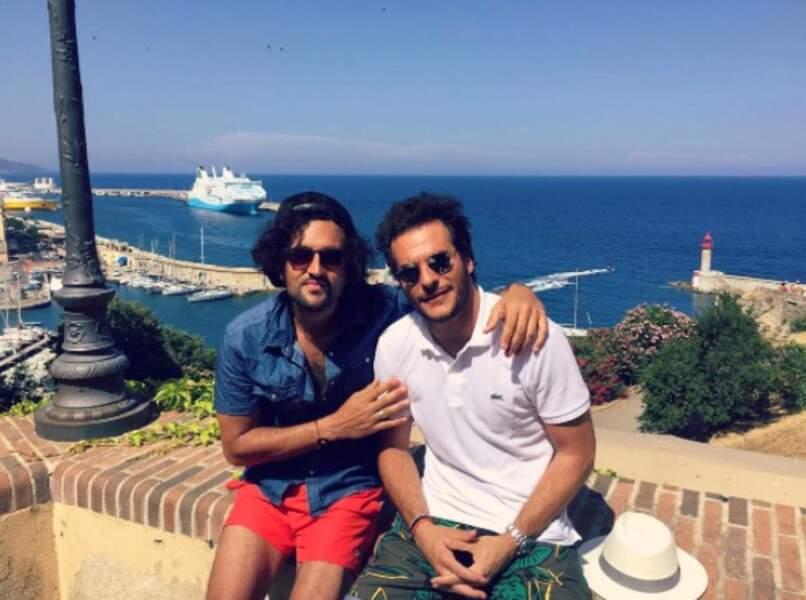 Le chanteur Amir préfère une escapade en Corse entre potes