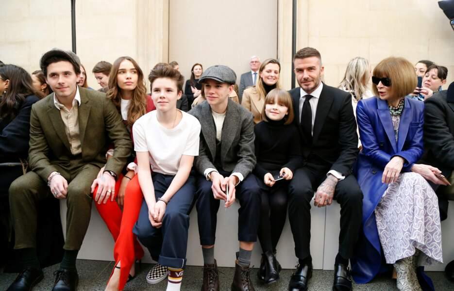 La fratrie au complet lors d'une Fashion Week à Londres en février 2019 : Brooklyn, Cruz, Roméo et Victoria Beckham