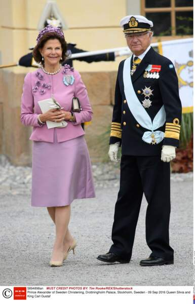La reine Silvia et le roi Carl XVI Gustav sont pressés de voir baptiser le dernier de leurs 5 petits-enfants