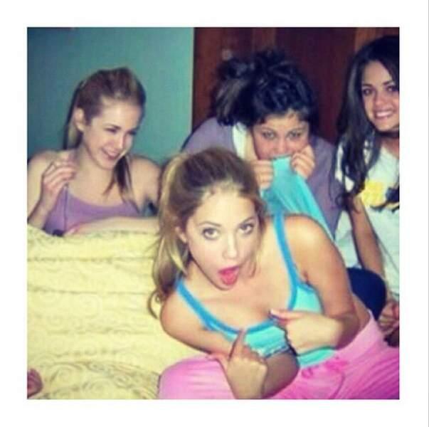 Sympa ce cliché souvenir d'Ashley Benson et Lucy Hale en pleine pyjama party à 16 ans !