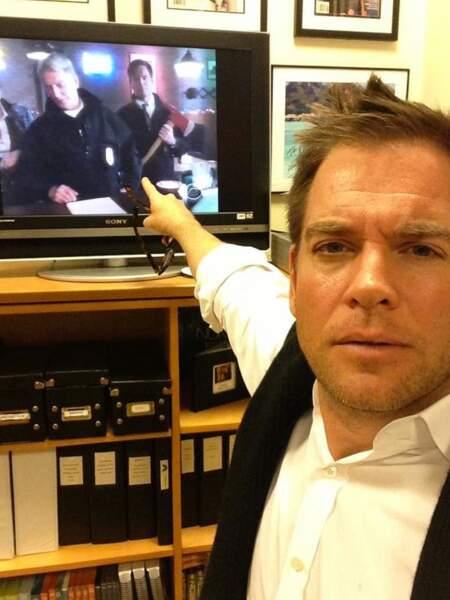 Michael Weatherly semble aimer se regarder dans NCIS