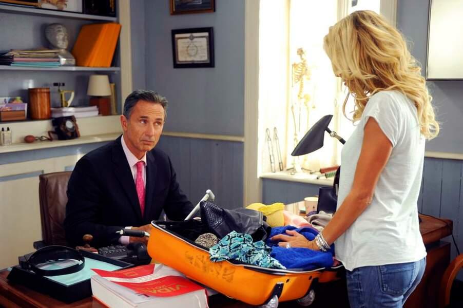 Thierry Lhermitte est sceptique : cette valise parait bien petite pour une fille...