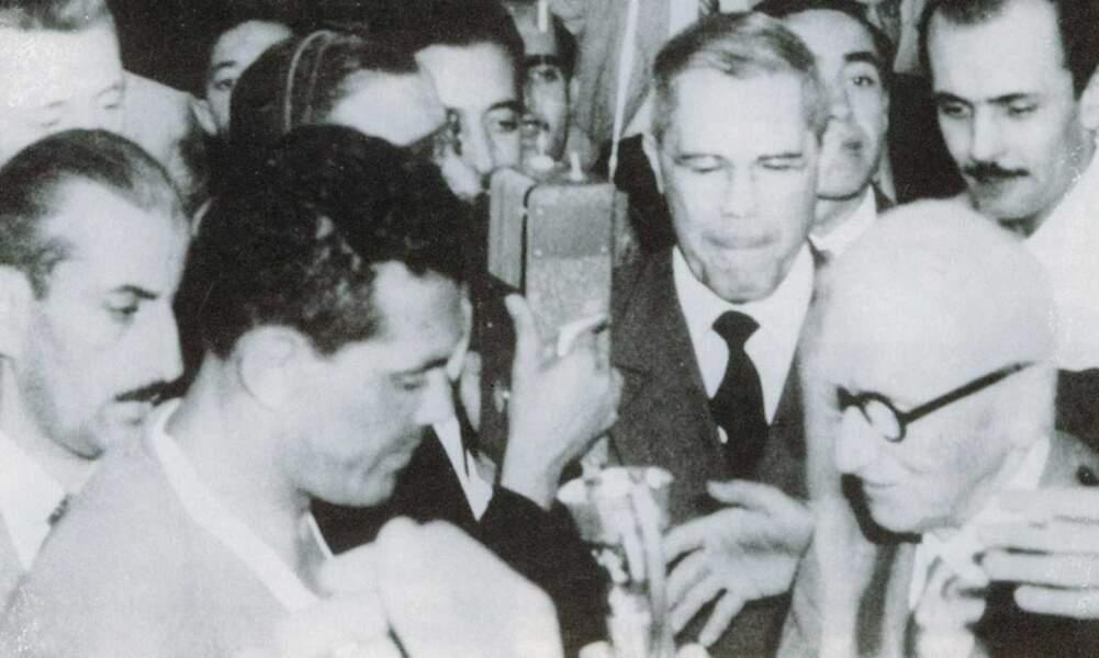 1950 - Obdulio Varela capitaine de l'Uruguay vainqueur du Brésil... au Brésil