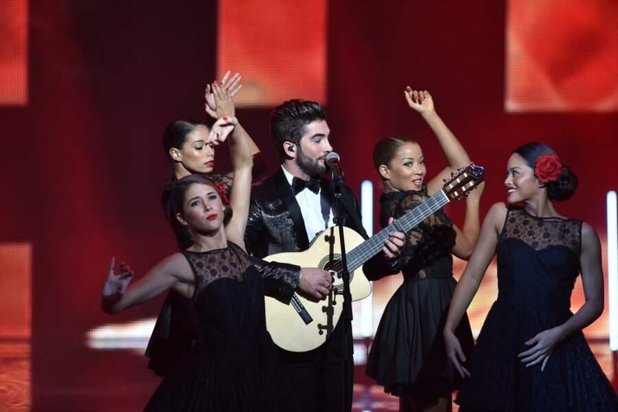 """Kendji fait chanter le public présent dans la salle des NRJ Music Awards avec """"Color Gitano""""."""