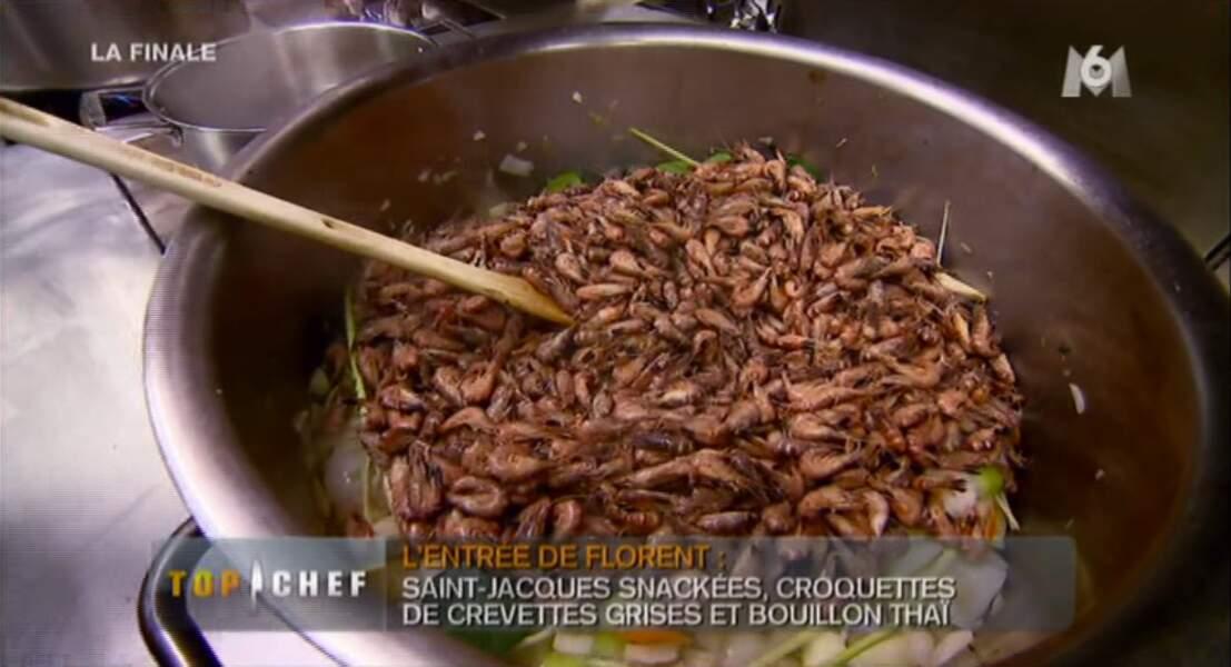 Oula Florent prépare des crevettes... ATTENTION MEC, NAOELLE VA TE LES VOLER.