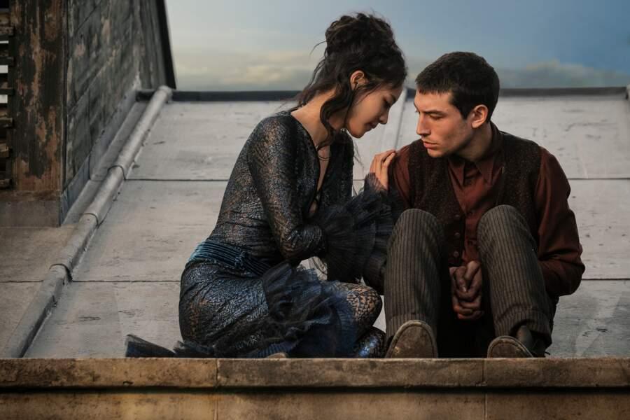 Ayant survécu à l'attaque du métro, Il se lie ici d'amitié avec une jeune femme : Nagini (Claudia Kim)
