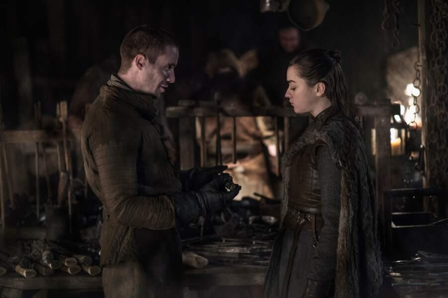 Eux aussi se retrouvent : Arya et Gendry ont l'air heureux de renouer