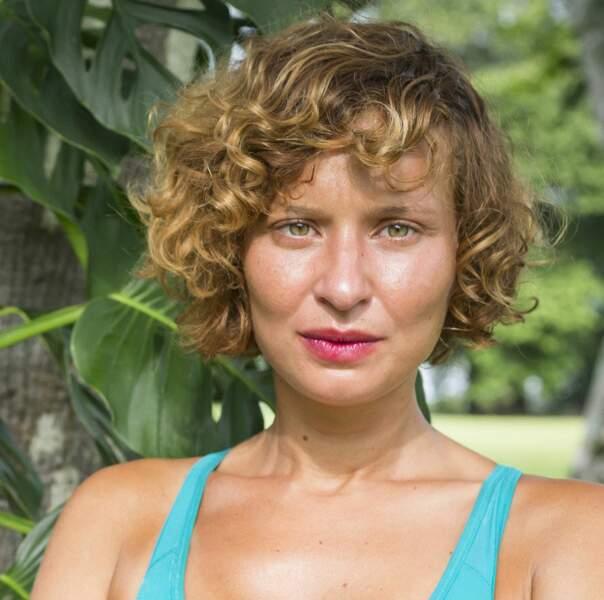 Louisa est l'une des cadreuses du groupe