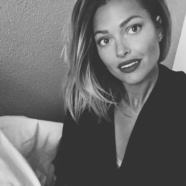 On passe aux selfies et on commence avec Caroline Receveur.